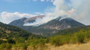 Incendio sul Monte Morrone tra Sulmona e Pacentro.