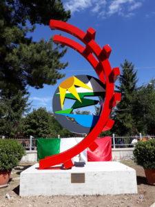 Il monumento realizzato da Paolo Marazzi per celebrare i 120 anni della Transiberiana d'Italia