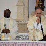 Concelebrazione del parroco di Campo di Giove don Magloire con il Vescovo Michele Fusco