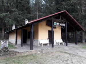 La Baita degli Alpini di Campo di Giove, nei pressi dell'ingresso di Maja Park