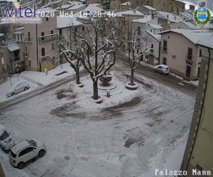 Foto webcam Comune di Campo di Giove, Piazza Duval con la neve, 5 febbraio 2020