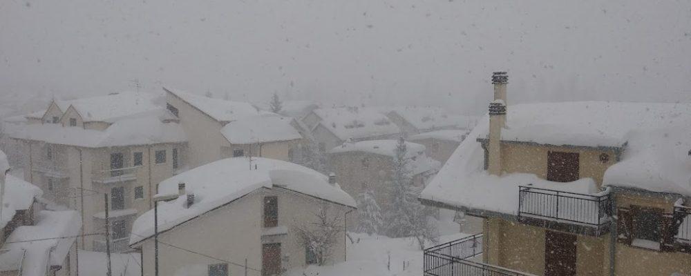 Campo di Giove, anche in paese avvertite le scosse di terremoto che hanno colpito il Centro Italia. Continuano intanto le nevicate. Aggiornamenti dal sito ufficiale del Comune di Campo di Giove