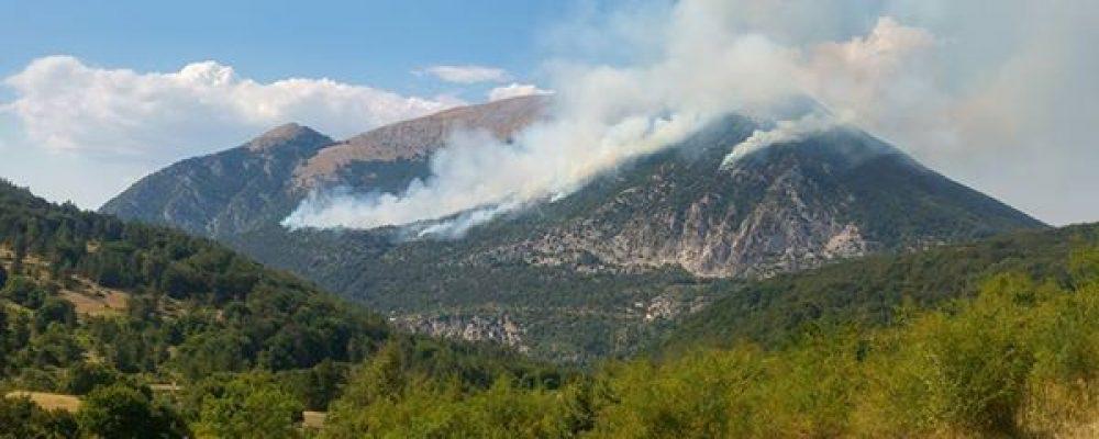 Incendio sulle pendici del Monte Morrone