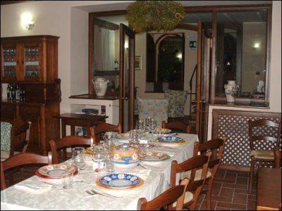 La sala ristorante dell'albergo Locanda Camilla
